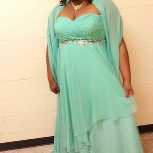 Dresses & Skirts - Prom gown